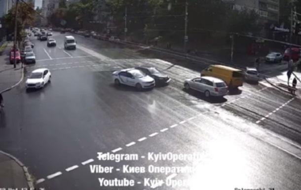 В Киеве патрульные устроили ДТП