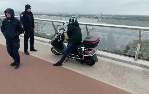 На  мосту Кличка  затримали п яного водія мопеда
