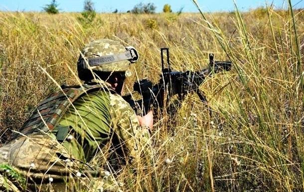 На Донбассе 10 обстрелов, ранен один военный