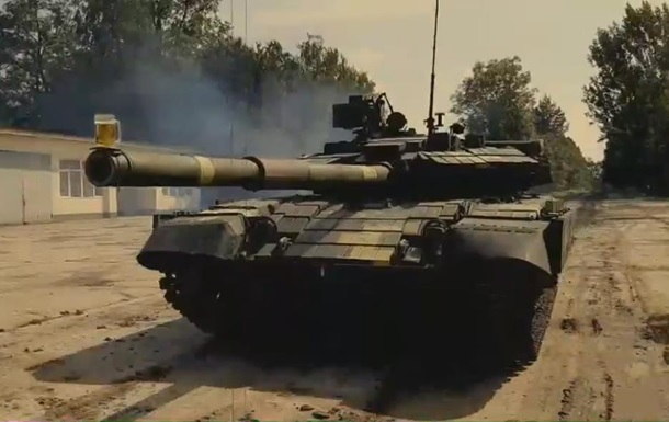 У Львові танк випробували за допомогою келиха пива