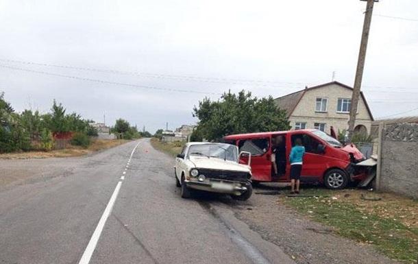 На Донбасі в ДТП постраждало 10 осіб