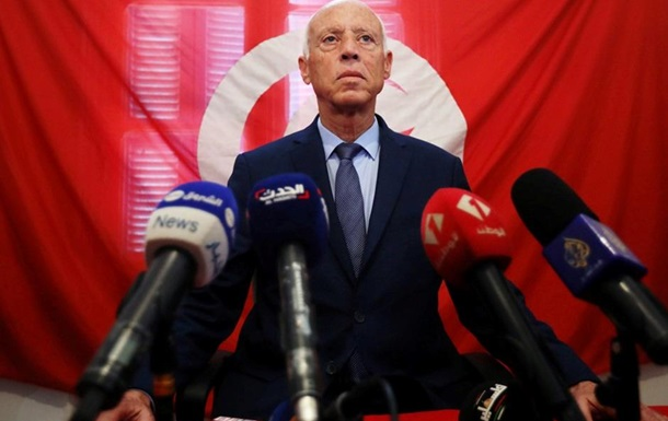 Казус  Слуги народа  в Тунисе
