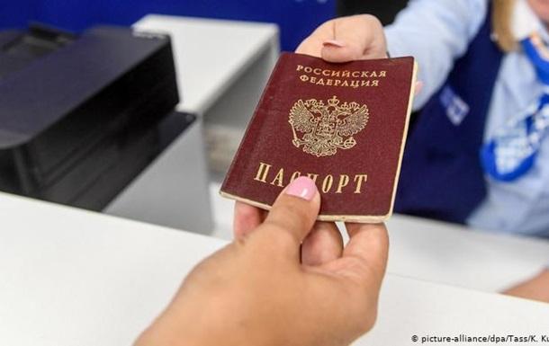 ФРН не розрізняє паспорти РФ, видані мешканцям Донбасу - Bild