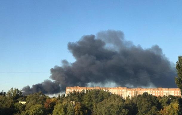 Вибухи в Донецьку: сепаратисти заявляють, що горить завод