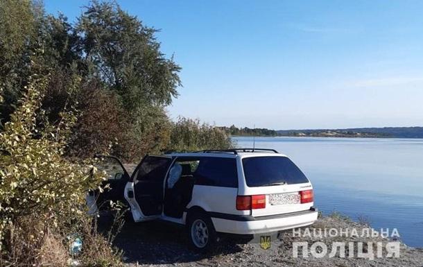 Під Києвом чоловік потонув разом з авто
