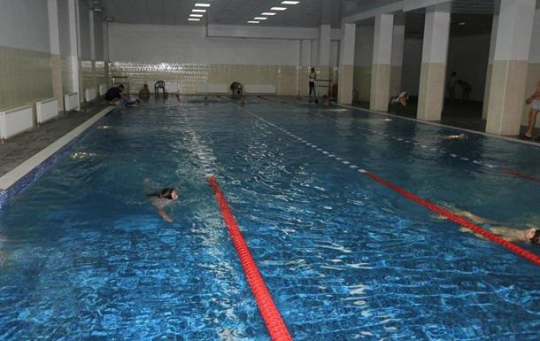 У Хмельницькому масово отруїлися відвідувачі басейну