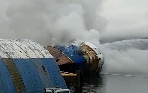 Російський траулер, що горів у Норвегії, затонув