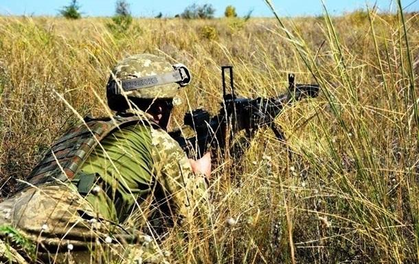 На Донбассе за день семь обстрелов, ранен боец ВСУ