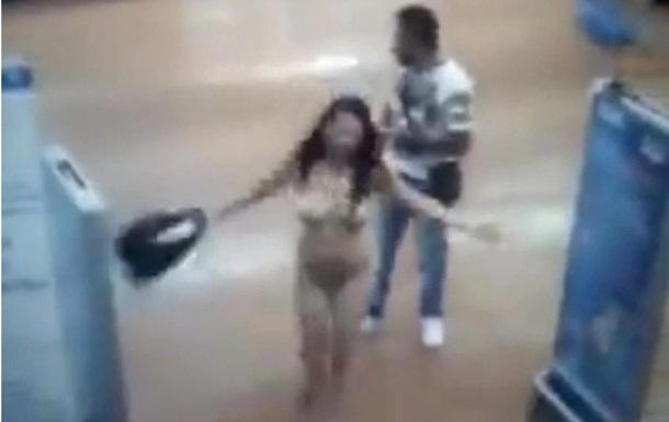 В мексиканском магазине охранник заставил покупательницу раздеться