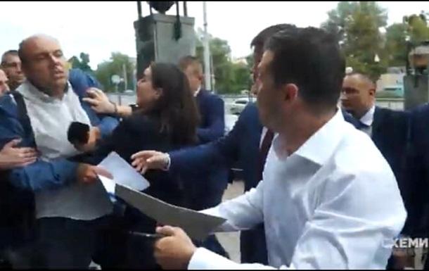 Прес-секретар Зеленського напала на журналіста