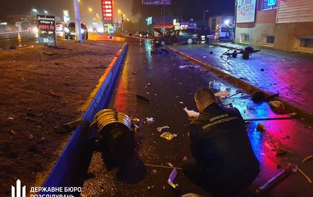 Под Киевом пьяный коп  снес  людей на остановке: появилось видео ДТП