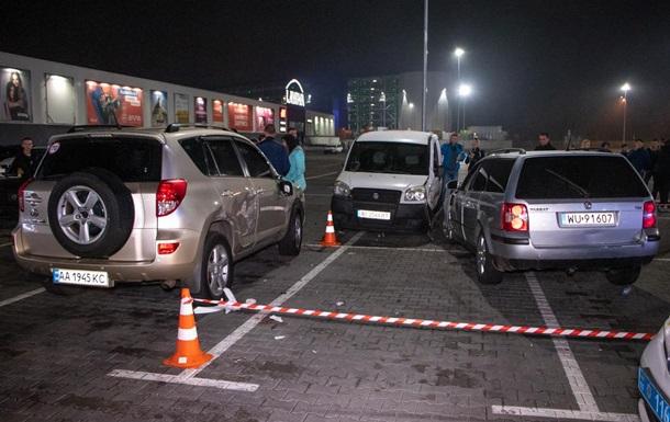 У Києві любитель дрифту збив людей і протаранив три авто