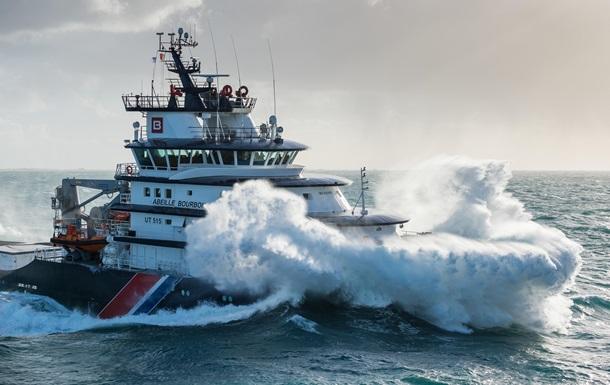 С затонувшего в океане судна спасены два украинца