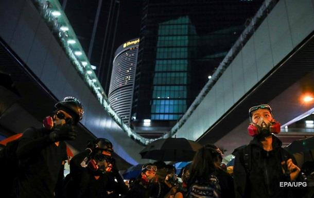 Уряд Гонконгу атакували  коктейлями Молотова