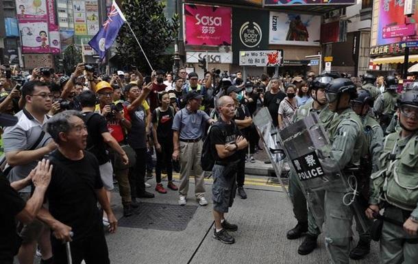 У Гонконгу знову сутички протестувальників і поліції