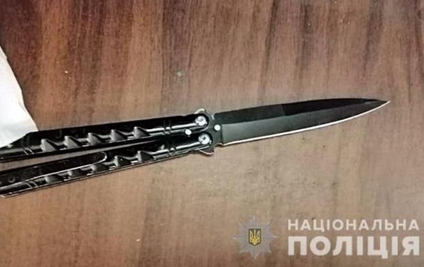 В метро Киева пассажир обезвредил хулигана с ножом