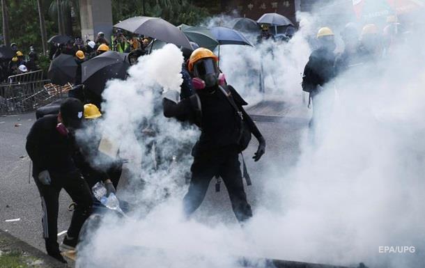 У Гонконзі закрили 19 станцій метро через заворушення