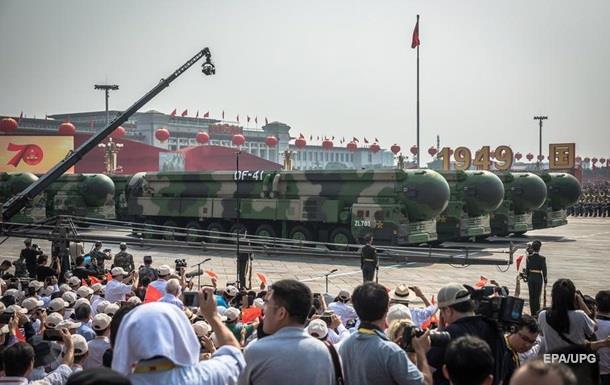 Китай показав новітню зброю на параді