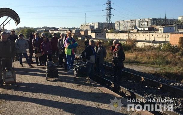 У Сумах місцеві жителі заблокували поїзд