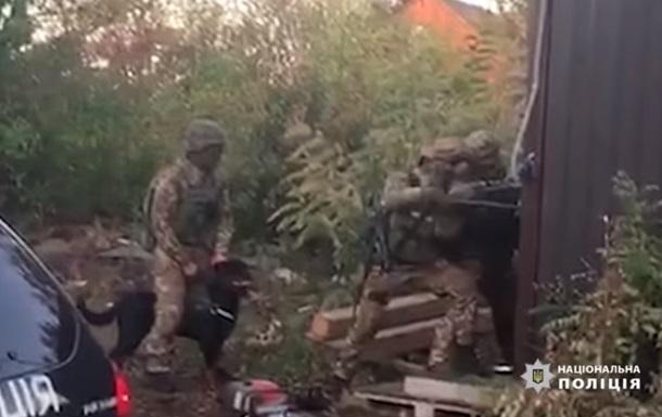 Поліція показала відео спецоперації під Києвом