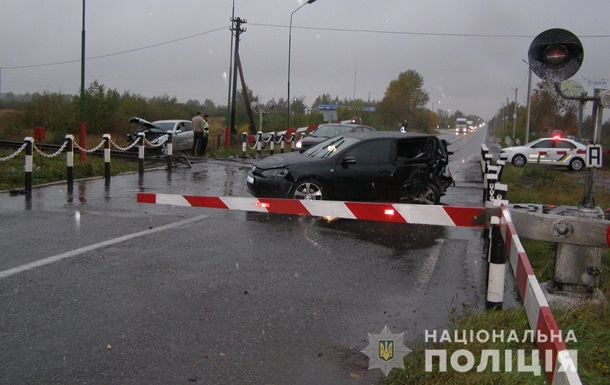 На Львовщине пьяный водитель Mercedes столкнулся с тепловозом