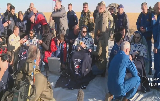 У Казахстані приземлився корабель Союз із трьома членами екіпажу МКС