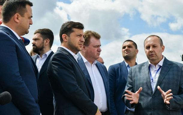В команде Зеленского началась грызня: президент не может определиться