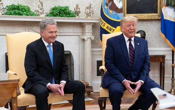 Трамп помацав коліно президента Фінляндії