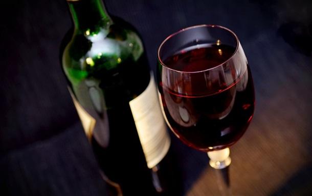 Помірне вживання алкоголю не призводить до недоумства - вчені