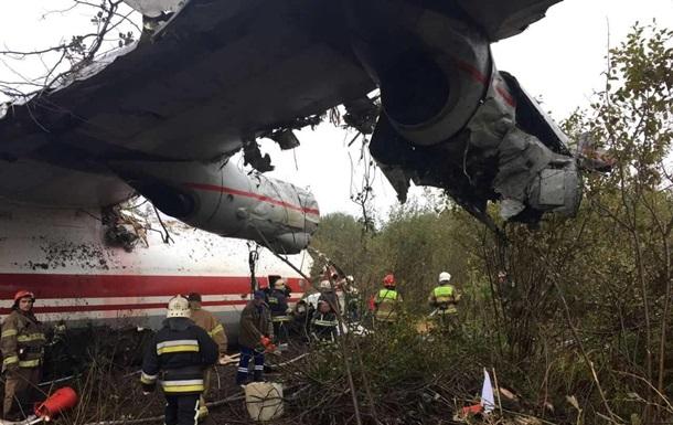 Розглядається дві версії аварії Ан-12