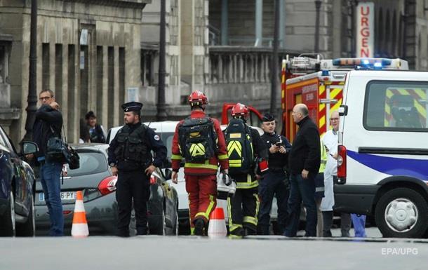 Дружина чоловіка, який влаштував різанину в Парижі: Він вночі  почув голоси