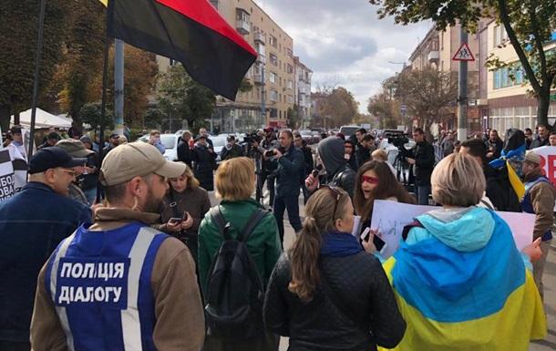 Зеленского в Житомире встретили митингующие