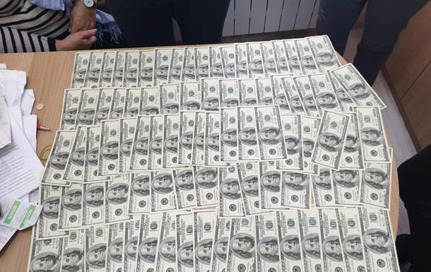 Хабарі в інституті Шалімова: у лікаря вилучили майже мільйон доларів