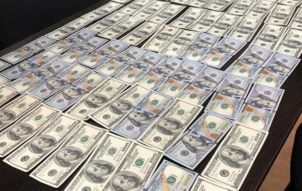 ДБР затримало організатора конвертцентру на хабарі співробітнику СБУ