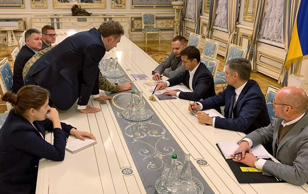 Зеленський провів нараду щодо Донбасу