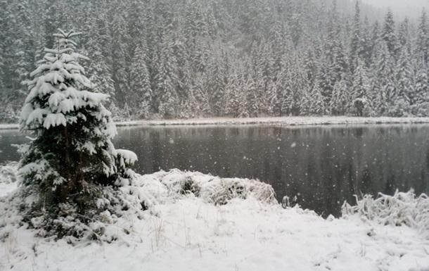 У Карпатах випав сніг, обіцяють сильні заморозки