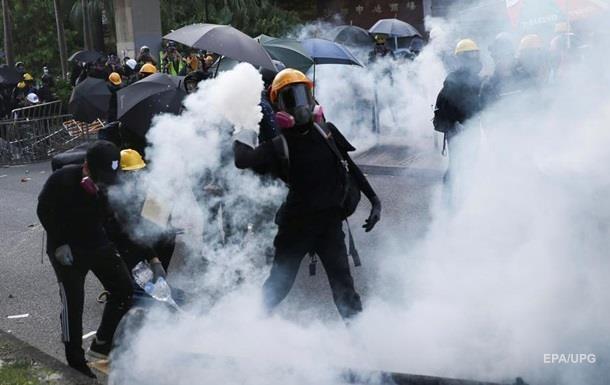 В Гонконге из-за беспорядков парализовано метро