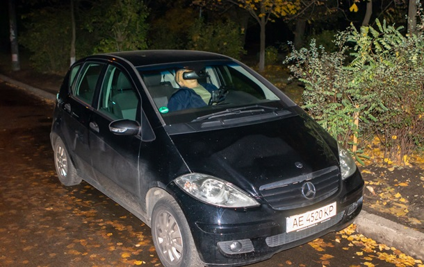 У Дніпрі знайшли труп у машині біля житлового будинку