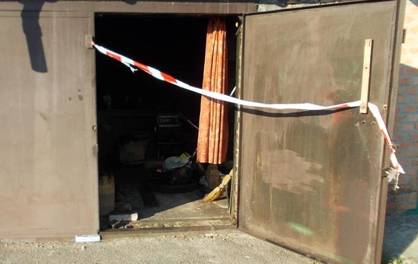 У жителя Кропивницького в гаражі знайшли арсенал зброї та наркотики