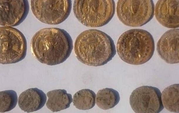 На берегу Черного моря нашли золотые монеты