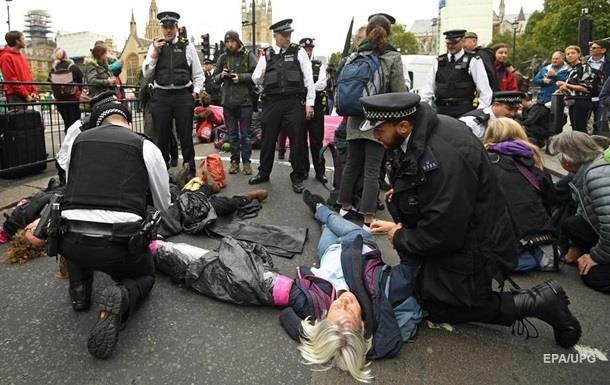 У Лондоні затримали 135 екологічних активістів