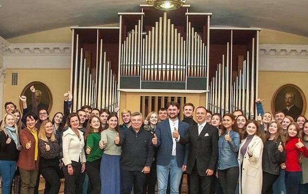 Максим Тимошенко з співаком А.Кимачем в Консерваторії