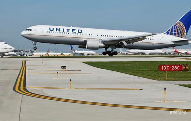 У США екстрено сів літак United Airlines