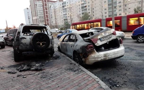 У Києві згоріли шість автомобілів