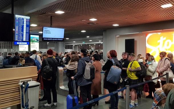 Десятки украинцев застряли в аэропорту Риги