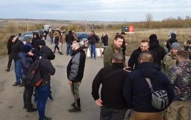В Золотом протестуют против разведения войск