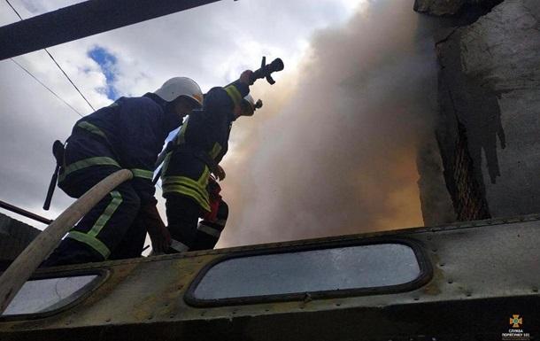 В Тернополе загорелся склад рядом с нефтебазой