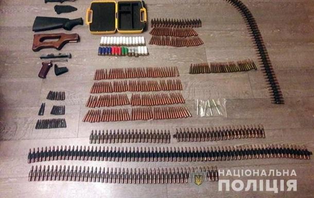 У Києві спецпризначенці затримали чоловіка з арсеналом зброї