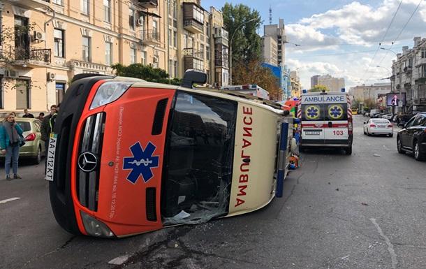 У центрі Києва перекинулася  швидка