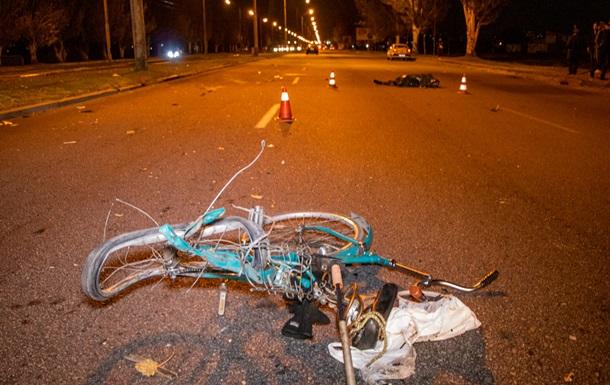 У Дніпрі авто збило велосипедистів, є жертви